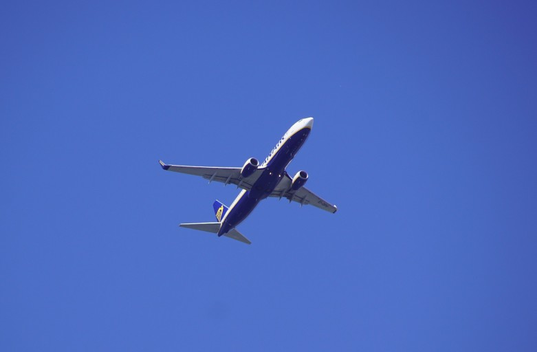 the-plane-3755173_1920